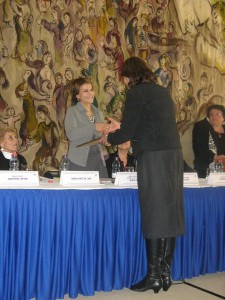 שושנה גולדפינגר בקבלת פרס יושבת ראש הכנסת לאיכות חיים בשם מרכז מידע לבריאות האשה