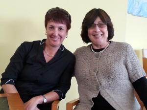 דר' אסנת קידר מנהלת מרכז לבריאות לב האשה מימין הגב' מרים דריימן רכזת פדגוגית מרכז מידע